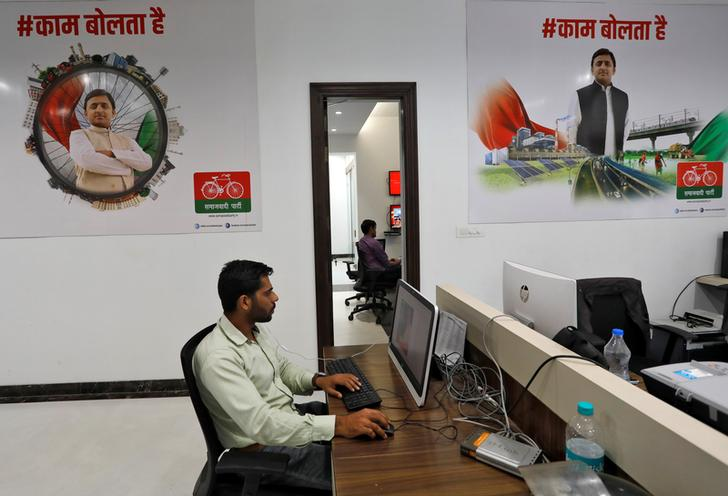 """Volunteers work inside a Samajwadi Party (SP) election campaign """"war room"""" in Lucknow, India, February 21, 2017. REUTERS/Pawan Kumar"""