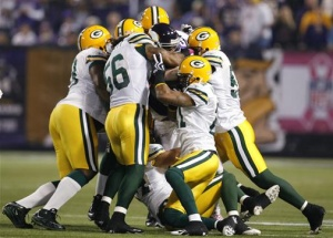The Green Bay Packers defense tackles Minnesota Vikings' Adrian Peterson during the first half of their NFL football game in Minneapolis, Minnesota, October 5, 2009. REUTERS/Jeff Haynes