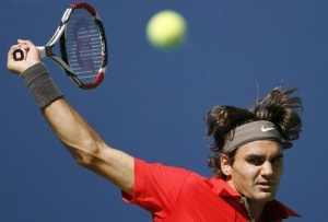 Roger Federer of Switzerland returns a shot to Radek Stepanek of Czech Republic during their match at the U.S. Open tennis tournament in Flushing Meadows in New York, in this August 31, 2008 file photo.  REUTERS/Jeff Haynes/Files 