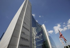 The headquarters of the Securities and Exchange Commission (SEC) are seen in Washington, July 6, 2009. REUTERS/Jim Bourg
