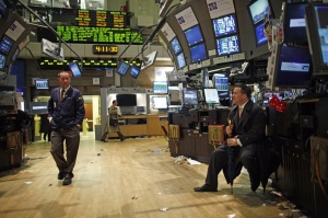 Trading specialists glance at each other as they prepare to leave the floor of the New York Stock Exchange, March 26, 2009.  REUTERS/Chip East 
