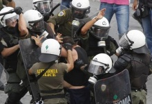 Riot policemen beat up a protester during a demonstration in Athens' Syntagma (Constitution) square October 5, 2011.  REUTERS/Yannis Behrakis