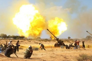 Anti-Gaddafi fighters fire 130mm howitzers at pro-Gaddafi forces near east of Sirte, September 23, 2011. REUTERS/Asmaa Waguih