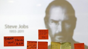 Tributes to the late Steve Jobs are posted at an Apple reseller store in Kuala Lumpur October 7, 2011. Apple Inc co-founder and former CEO Steve Jobs, counted among the greatest American CEOs of his generation, died on Wednesday at the age of 56, after a years-long and highly public battle with cancer and other health issues. REUTERS/Bazuki Muhammad (MALAYSIA - Tags: BUSINESS SCIENCE TECHNOLOGY OBITUARY)