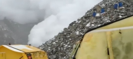 Dramatic video shows deadly Everest avalanche