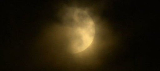 """Supermoon"" brings warm glow to America"