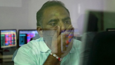 A broker reacts while trading at his computer terminal at a stock brokerage firm in Mumbai August 24, 2015. REUTERS/Danish Siddiqui/Files