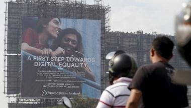 Motorists ride past a billboard displaying Facebook's Free Basics initiative in Mumbai, India, December 30, 2015. REUTERS/Danish Siddiqui/Files