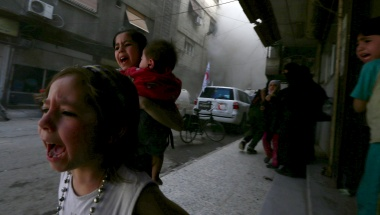 Ghazal, 4, (L) and Judy, 7, carrying 8-month-old Suhair, react after what activists said was shelling by forces loyal to Syria's President Assad near the Syrian Arab Red Crescent center in Damascus May 6, 2015. REUTERS/Bassam Khabieh