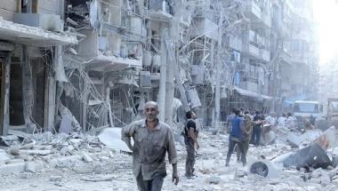 Residents look for survivors at a damaged site after what activists said was a barrel bomb dropped by forces loyal to Syria's President Bashar al-Assad in the Al-Shaar neighbourhood of Aleppo, Syria September 17, 2015. REUTERS/Abdalrhman Ismail