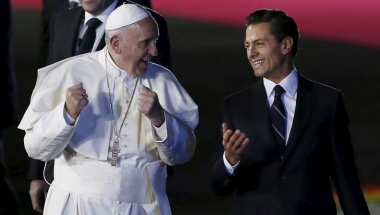 Pope Francis (L) gestures while walking with President Enrique Pena Nieto after his arrival in Mexico City, February 12, 2016. REUTERS/Edgard Garrido