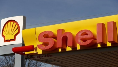 Shell's company logo is pictured at a petrol station in Zurich April 8, 2015.