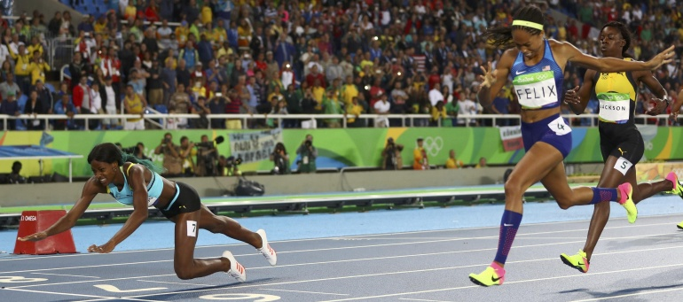 SLIDESHOW: Shaunae Miller dives for 400m gold