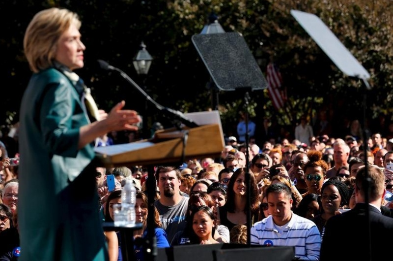 Hillary Clinton holds a rally with grassroots supporters in Alexandria, Virginia, October 23, 2015. REUTERS/Jonathan Ernst