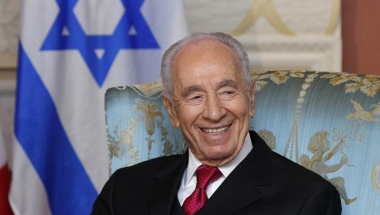 Shimon Peres takes part in a meeting in Ottawa, May 2012. REUTERS/Blair Gable