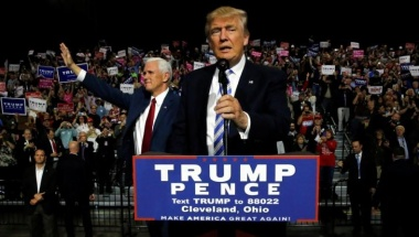 Republican presidential nominee Donald Trump (R) and vice presidential candidate Mike Pence (L) hold a campaign rally in Cleveland, Ohio, U.S. October 22, 2016. REUTERS/Jonathan Ernst