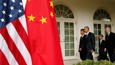 China's President Xi Jinping (L) and U.S. President Barack Obama walk up the colonnade of the White House during an arrival ceremony at the White House in Washington, September 25, 2015. REUTERS/Kevin Lamarque