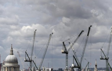 Construction cranes are seen around St. Paul's Cathedral in London, Britain, September 3, 2015. REUTERS/Toby Melville
