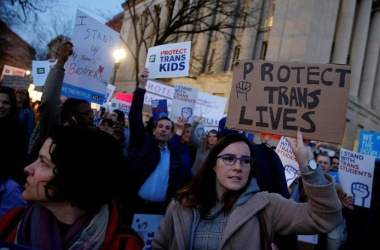 Transgender activists and supporters protest near the White House in Washington, U.S. February 22, 2017. REUTERS/Jonathan