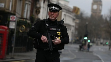 An armed police officer stands on Whitehall the morning after an attack by a man driving a car and weilding a knife left five people dead and dozens injured, in London, Britain, March 23, 2017. REUTERS/Neil Hall