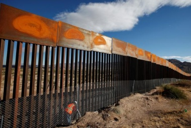 A U.S. worker inspects a section of the U.S.-Mexico border wall at Sunland Park, U.S. opposite the Mexican border city of Ciudad Juarez, Mexico, November 9, 2016. Picture taken from the Mexico side of the U.S.-Mexico border. REUTERS/Jose Luis Gonzalez/File