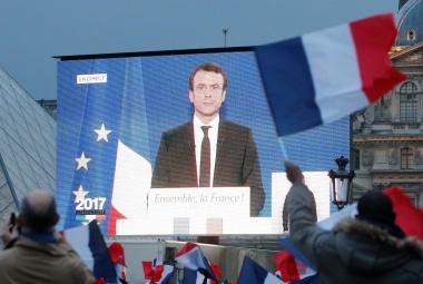 マクロン氏、最年少の仏大統領は「政界のウーバー」か