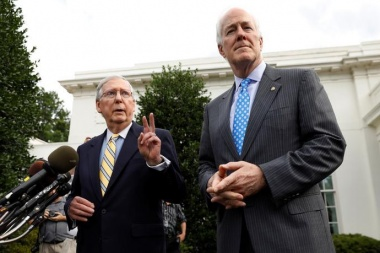Senate Majority Leader Mitch McConnell (L) and Senate Majority Whip John Cornyn (R) speak to reporters at the White House following meeting with President Trump and Senate Republicans on healthcare in Washington, June 27, 2017. REUTERS/Kevin Lamarque