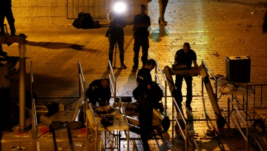 Israel to remove metal detectors in Jerusalem