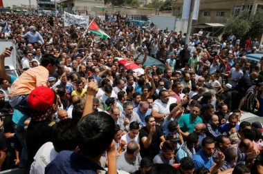 Jordanians protest against Israel at funeral of shot teenager