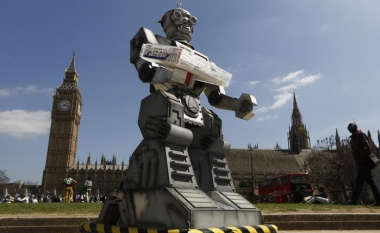 Geek fight! Musk says Zuckerberg naive about killer robots