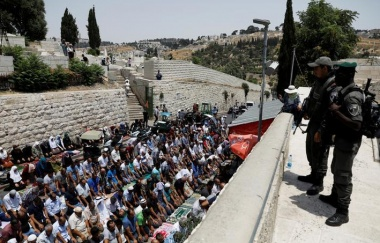 Israel removes security apparatus from Al-Aqsa mosque