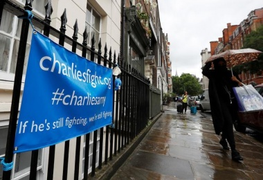 #CharlieGard: social media turns family tragedy into war of words