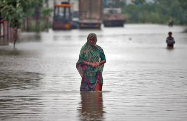 Floods kill 120 in India's Gujarat, with industry, cotton hit