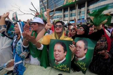 Pakistan faces political turmoil as Sharif ousted in wealth probe