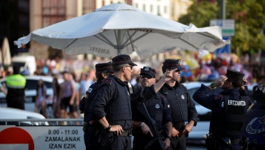 Police hunts for driver in Barcelona van rampage