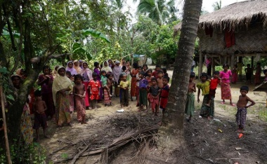 Hundreds of Rohingya villagers blockaded as tensions spread