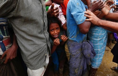 Myanmar protesters try to block aid shipment to Muslim Rohingya
