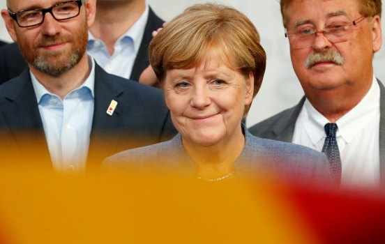 Merkel hangs on to power but bleeds support to far right