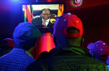 Mugabe in contact with ousted vice president