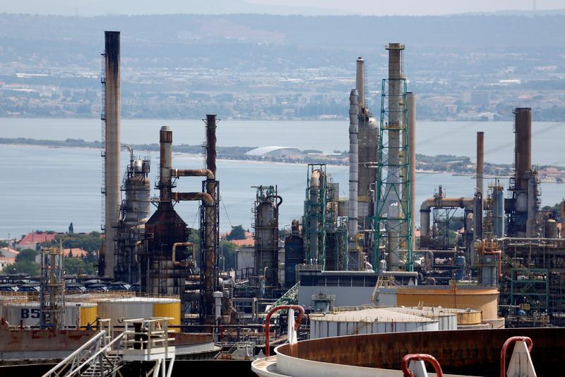 IEA sees new European lockdowns denting oil demand outlook thumbnail