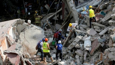 Desperate search for children after Mexico quake