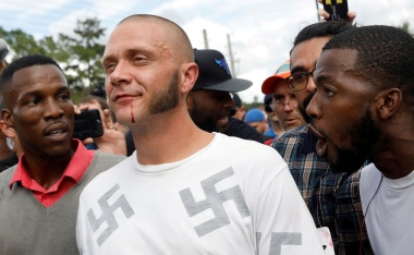 A picture and its story: A neo-Nazi in the midst of a protest