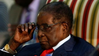 Mugabe defies demands to quit leadership