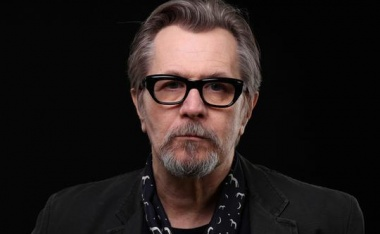 Gary Oldman slays dragons to play Churchill in 'Darkest Hour'
