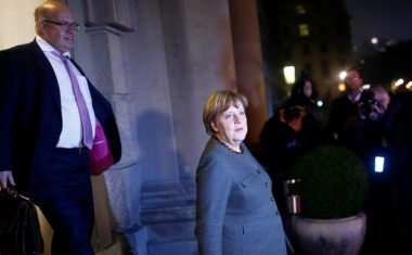 German political grandees press parties to compromise