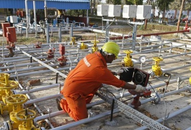 India rushing to join natural gas boom risks LNG shortage