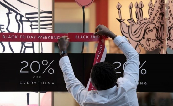 Retailers tempt shoppers on Black Friday