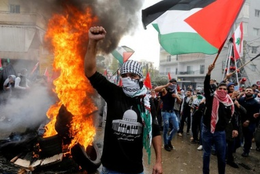 Anti-Trump protests wane in Jerusalem; flare in Beirut