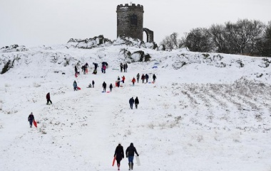 Snow disrupts schools, travel in UK, Netherlands