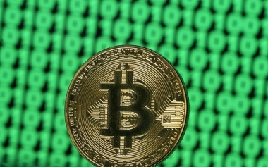 Hotly anticipated bitcoin futures ease off after 22 percent surge